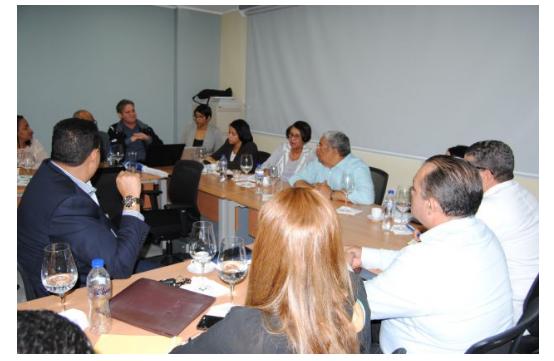 Titular del SNS se reúne con directores hospitales en Santiago