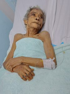 Hospital  José María Cabral y Báez solicita familiares de  una paciente envejeciente  de 90 años.